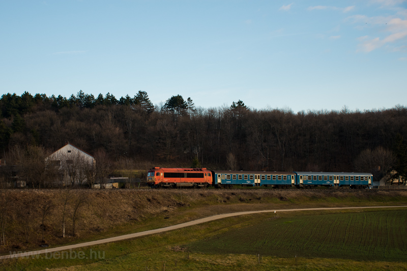 The MÁV-START 418 324 seen between Eplény and Zirc photo