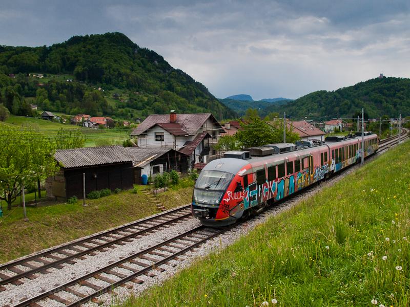A SŽ 312-131 pályaszámú Desiro villamos motorvonata Laško és Celje között fotó