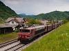 A S&#381; 363 027 pályaszámú, <q>Brigitte</q> becenev&#369; Alstom villanymozdony La&#353;ko és Celje között egy önürít&#337;s kocsikból álló vonattal a Savinja völgyében