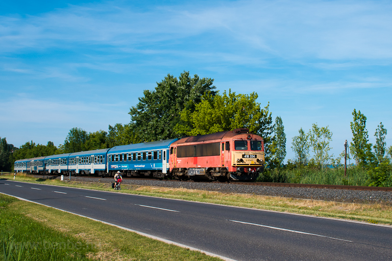 The MÁV-START 418 334 seen  picture