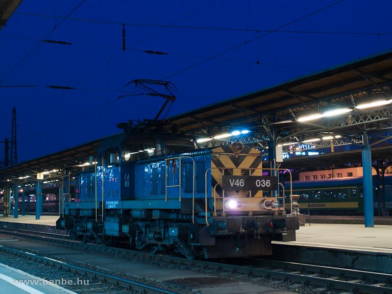 A MÁV-TR V46 036 pályaszámú villanymozdonya Budapest-Keleti pályaudvaron fotó