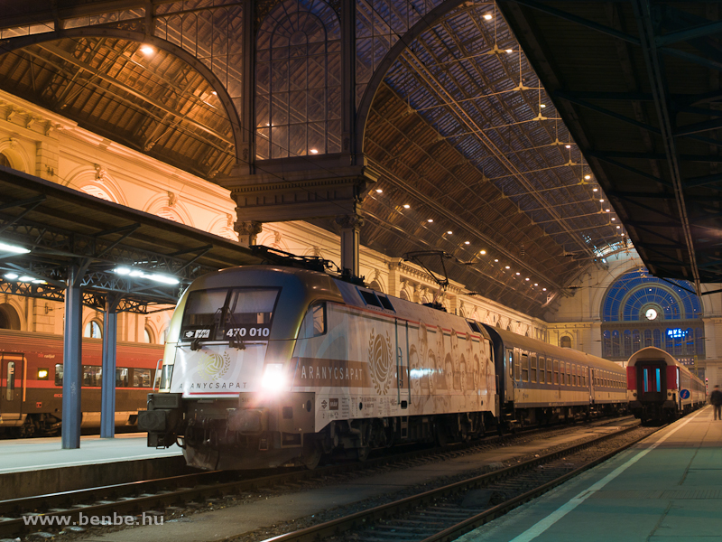 THE M�V-TR 470 010 (ex 1047 010) Golden Team locomotive at Budapest-Keleti photo