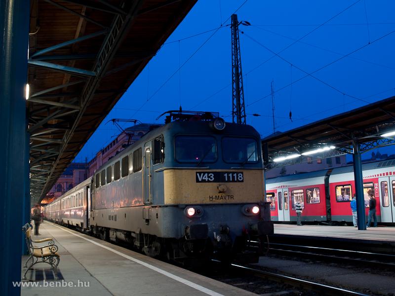 V43 1118 Budapest-Keletiben fotó