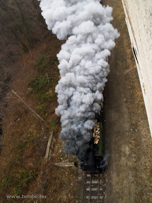 The Gy�ngyi steam locomotive at �rl�m� station photo