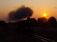 The 490 2005 Gy�ngyi of the M�travas�t between Farkasm�ly-Borpinc�k and Pipishegy at sunset