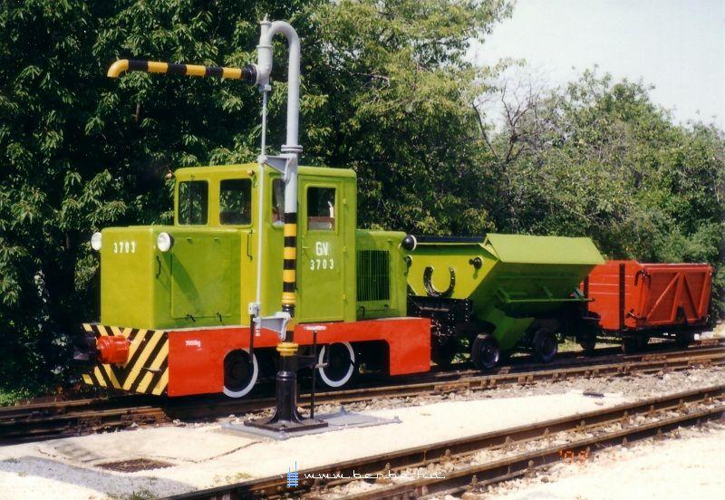 A GV 3703 pályaszámú C50-es tehervonattal Széchenyi-hegy állomáson fotó