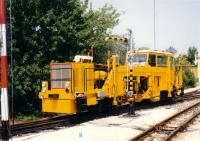 The KV-01 narrow gauge tampering machine at Széchenyi-hegy