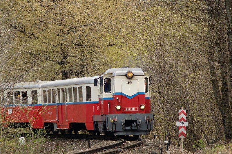 Mk45 2006 téli szerelvénnyel Virágvölgy és Csillebérc között fotó