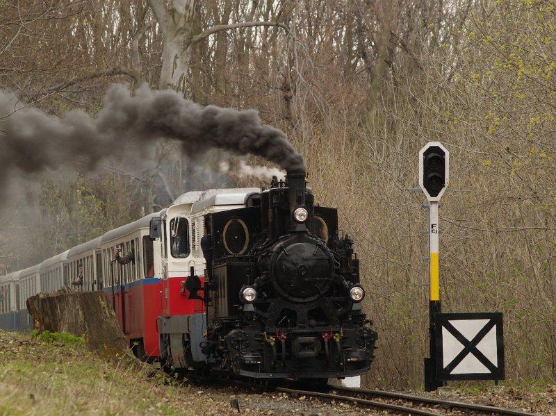 490,039 és Mk45 2001 a Gyermekvasút ünnepi különvonatával Csillebérc és Virágvölgy állomások között fotó