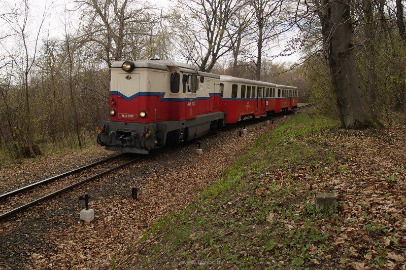 Mk45 2005 menetrend szerinti személyvonattal Virágvölgy és Csillebérc között fotó