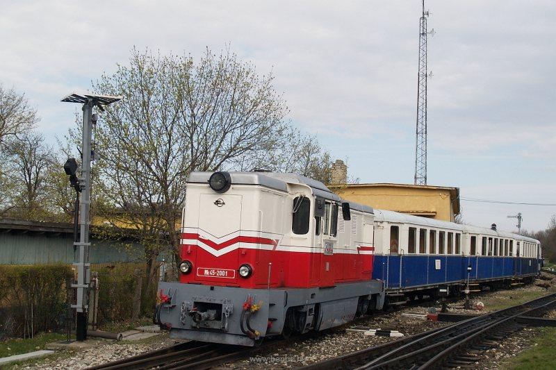 Az Mk45 2001 Széchenyi-hegy állomáson a Kisvasúti Napi különvonattal fotó
