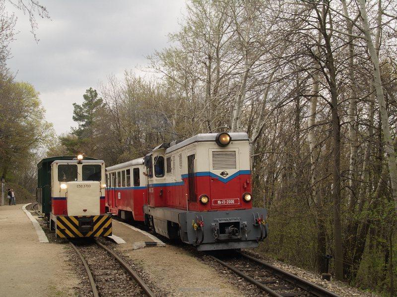 C50,3703 és Mk45 2006 előzése János-hegy állomáson fotó