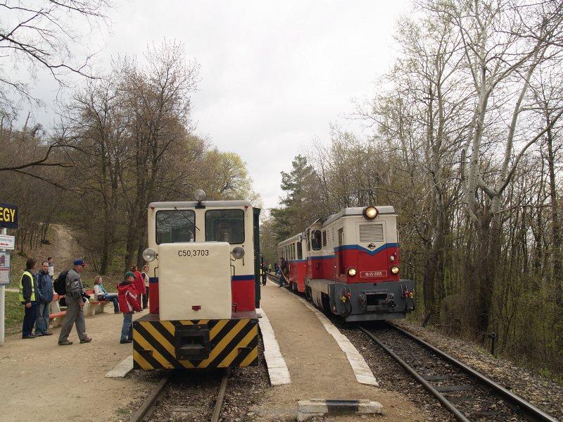 C50,3703 és Mk45 2005 előzése János-hegy állomáson fotó
