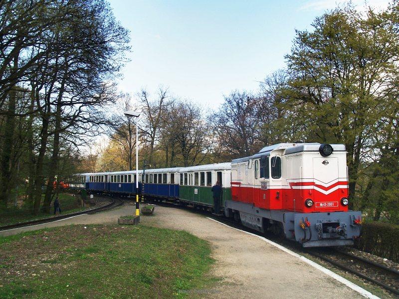 Mk45 2001 tolja be a különvonatot az üzemi pályaudvarra fotó
