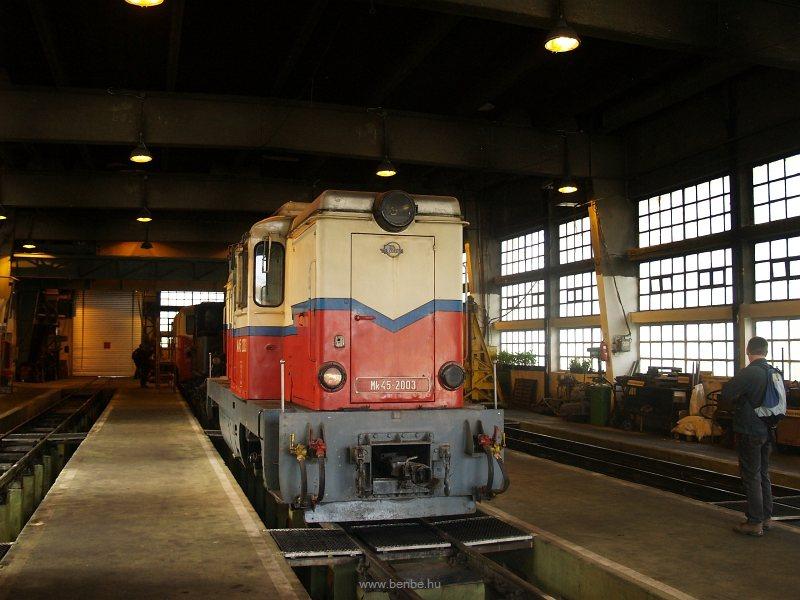 Az Mk45 2003 még a felújítása előtt a hűvösvölgyi fűtőházban fotó
