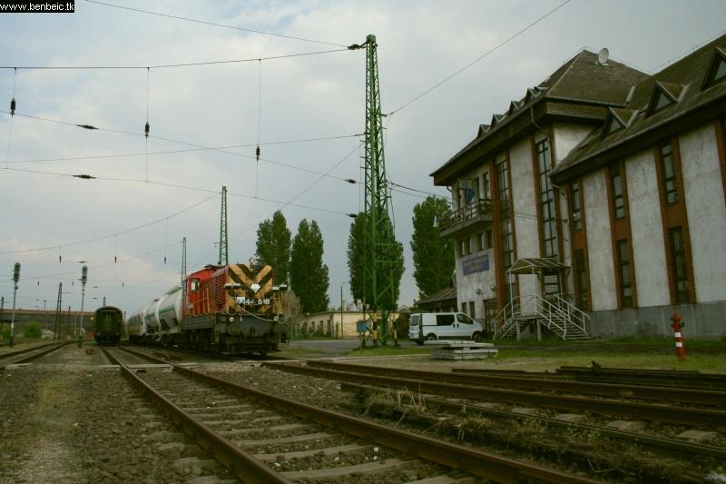 A gyomírtó szerelvény Ferencvárosban fotó
