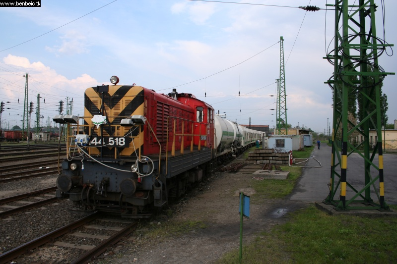 The weed-killer train at Ferencváros station photo
