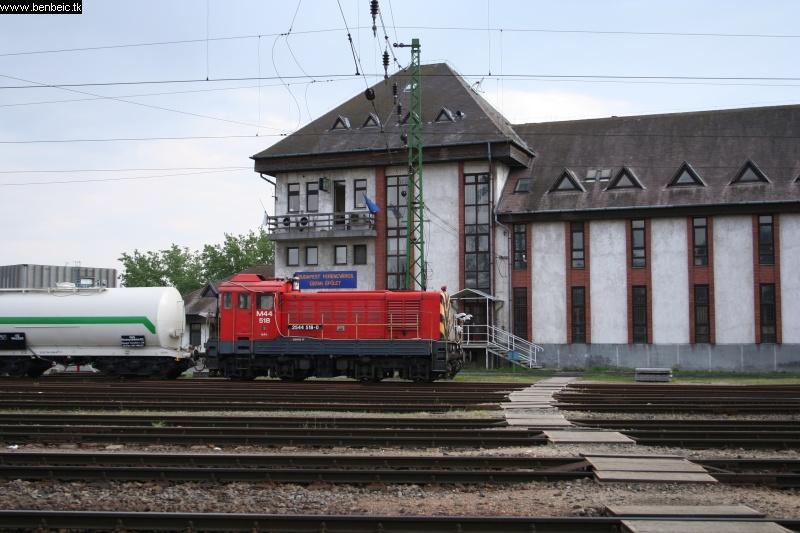 M44 518 Ferencvárosban, a gyomírtó szerelvény élén fotó