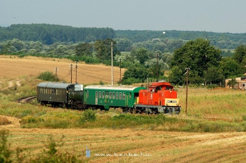 The M47 2032 is pulling the weedkiller train near Hugyag, towards Szécsény photo