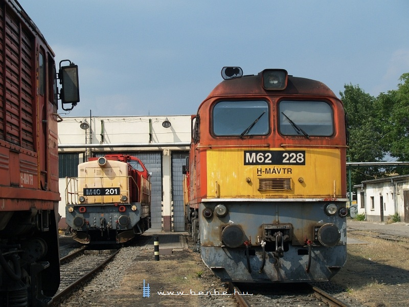 M62 228 és M40 201 a hatvani fűtőházban fotó