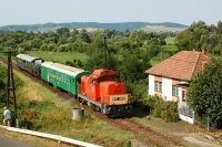 The M47 2032 is pulling the weedkiller train near N�gr�dszak�l, towards R�r�spuszta