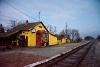A MÁV M41 2213 Pusztakettős megállóhelyen sok más vasúti emlékkel