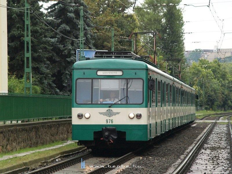 A 976-os MX/A HÉV motorkocsi a Szépvölgyi útnál fotó