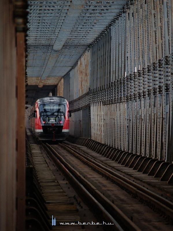 6342 015-2 jár az Újpesti vasúti hídon fotó