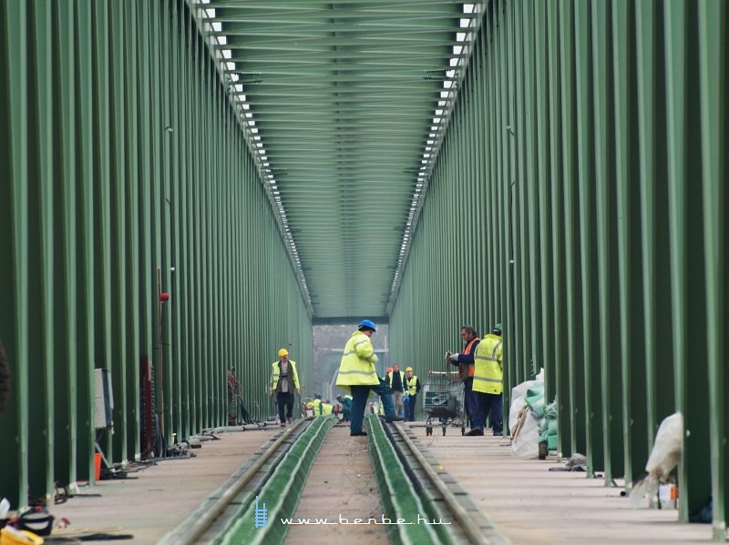 The final measurements on Újpest Railway Bridge photo