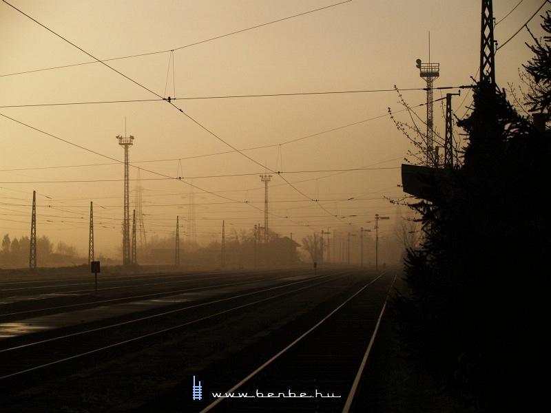 Óbuda állomás a hajnali ködben fotó