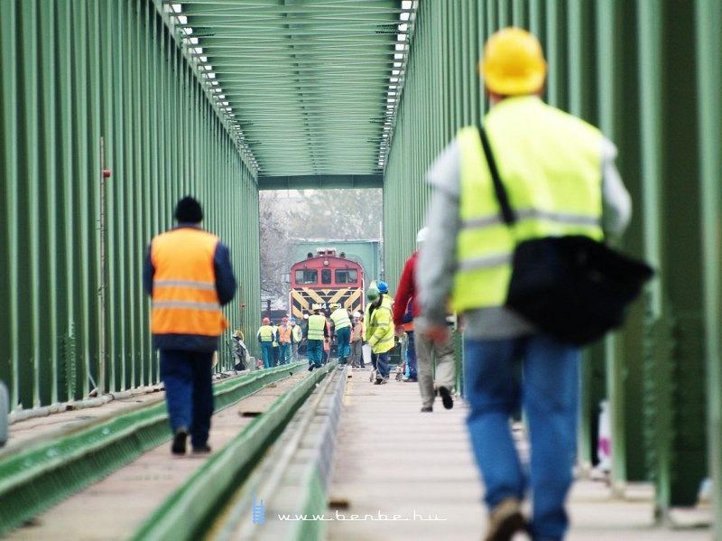 Az Újpesti vasúti híd terhelési próbája fotó