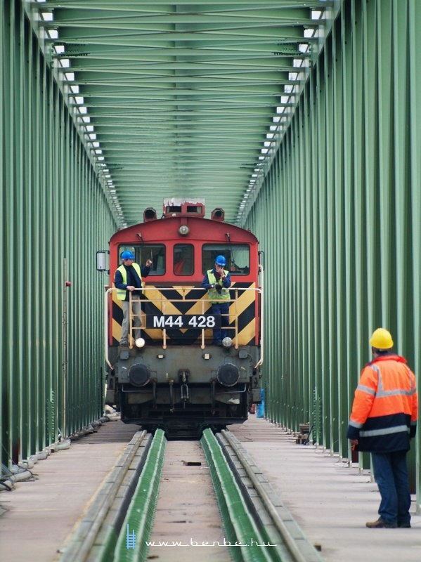 The final measurements on Újpest Railway Bridge with M44 428 photo