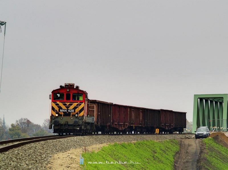 M44 428 az Újpesti vasúti híd terhelési próbáján fotó