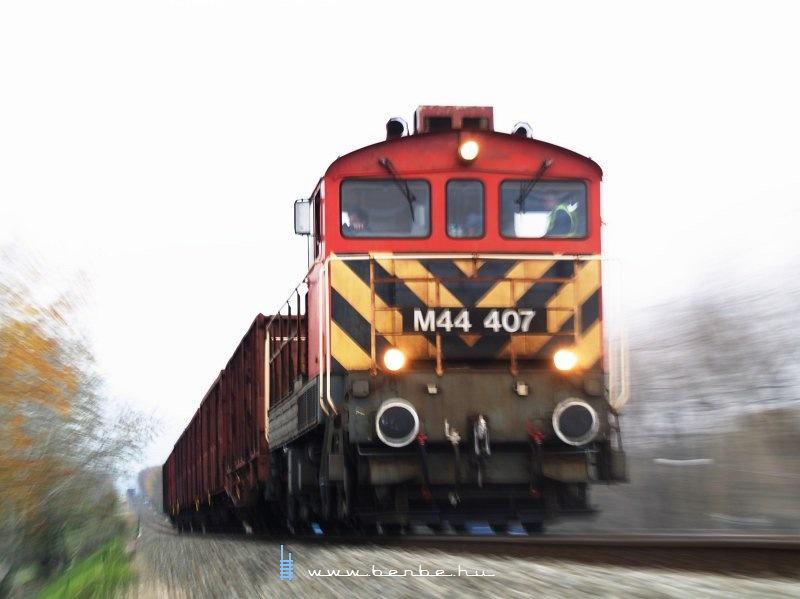M44 407 az Újpesti vasúti híd terhelési próbáján fotó