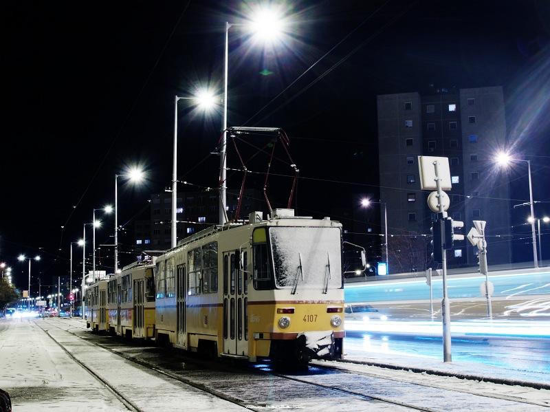A 4107 pályaszámú T5C5-ös a Bécsi útnál fotó