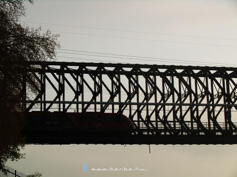 Desiro az Újpesti vasúti hídon fotó