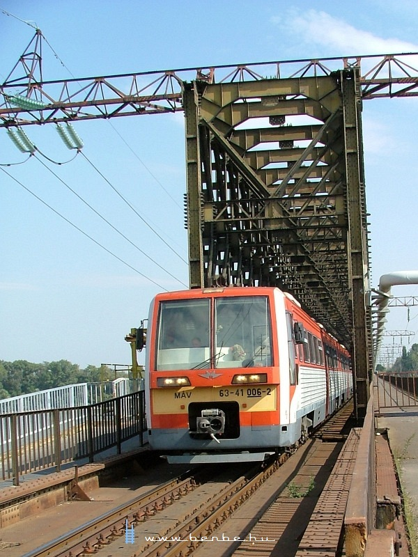 6341 006-2 az Újpesti vasúti hídon fotó