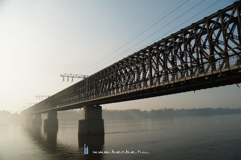 Közeli portré a régi hídról fotó
