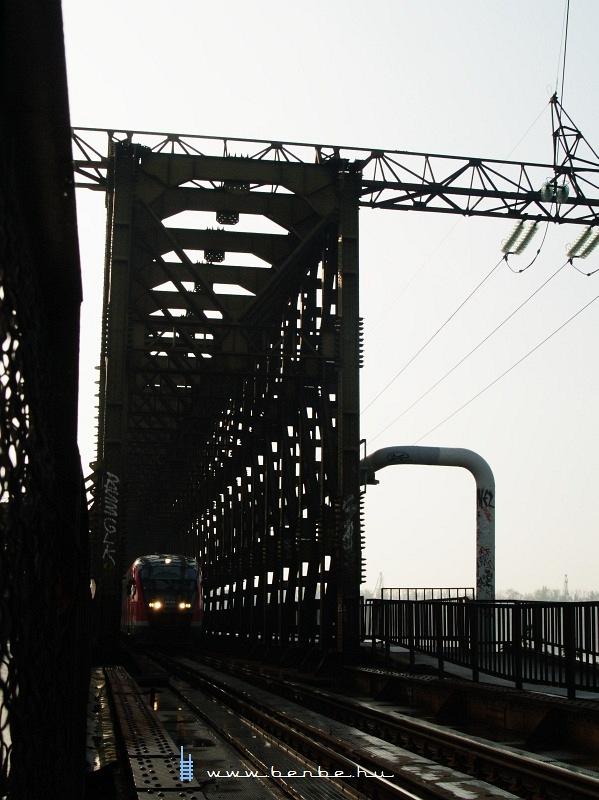 6342 023-6 az Úpesti vasúti híd budai hídfõjénél fotó