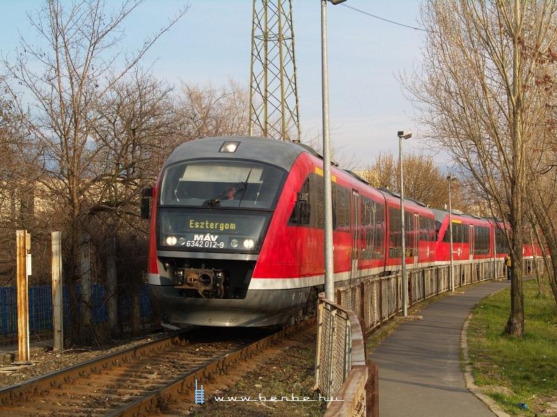 6342 012-9 Újpest megállóhelynél fotó