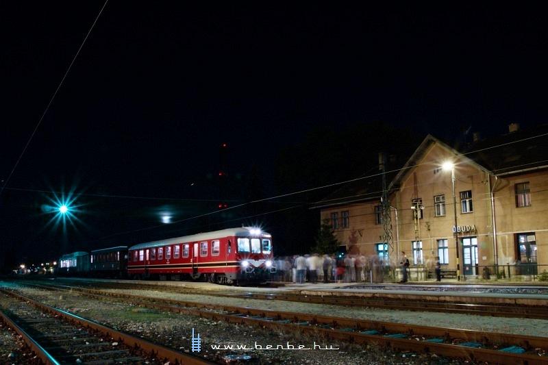 A felújított Rába-Balaton nosztalgia motorkocsi Óbuda állomáson fotó