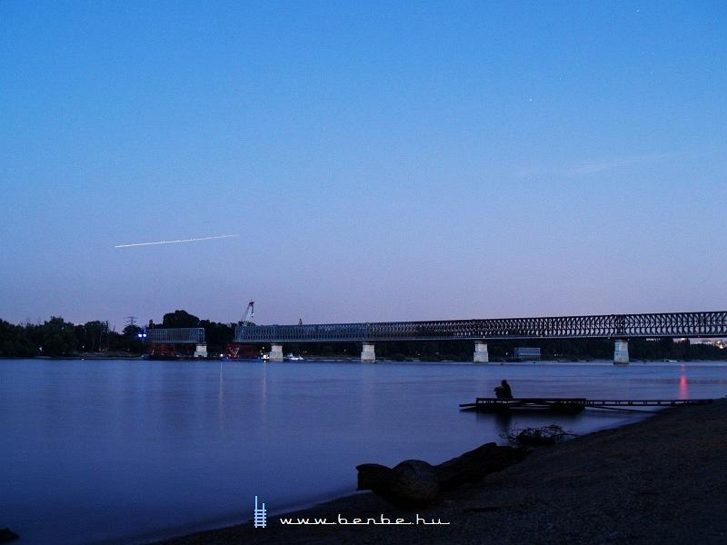 Megkezdõdött az Újpesti vasúti híd bontása fotó