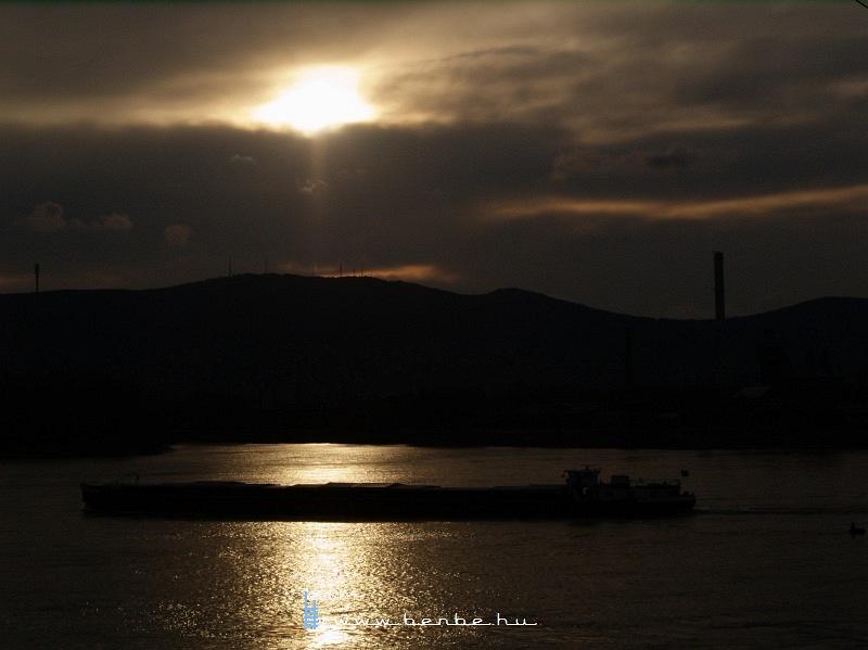 Uszály a Dunán fotó