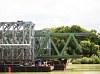 Az új híd elõre mázolva érkezett, csak a jövendõ hegesztési felületeknél hagyták fémtisztára