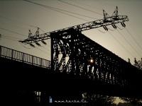 A jellegzetes távvezeték-tartó a régi hídon