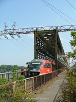 The 6342 003-8 at the �jpest Railway Bridge