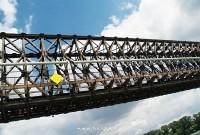 Át a híd alatt