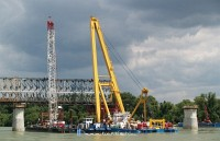 The Clark Ádám floating crane at work