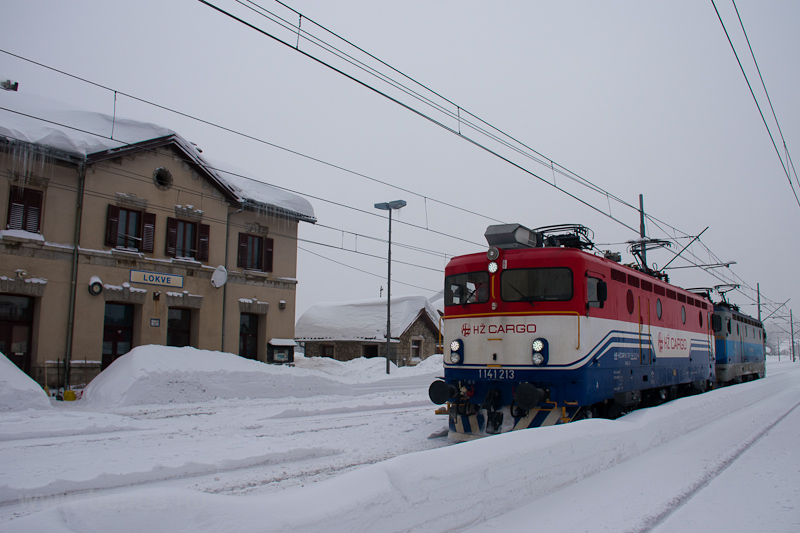 The HŽ 1 141 213 seen  photo