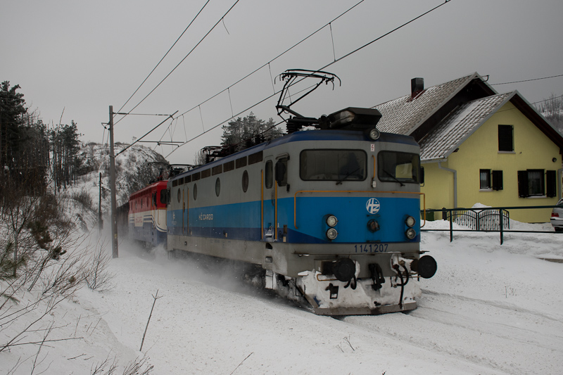 The HŽ 1 141 207 seen  photo